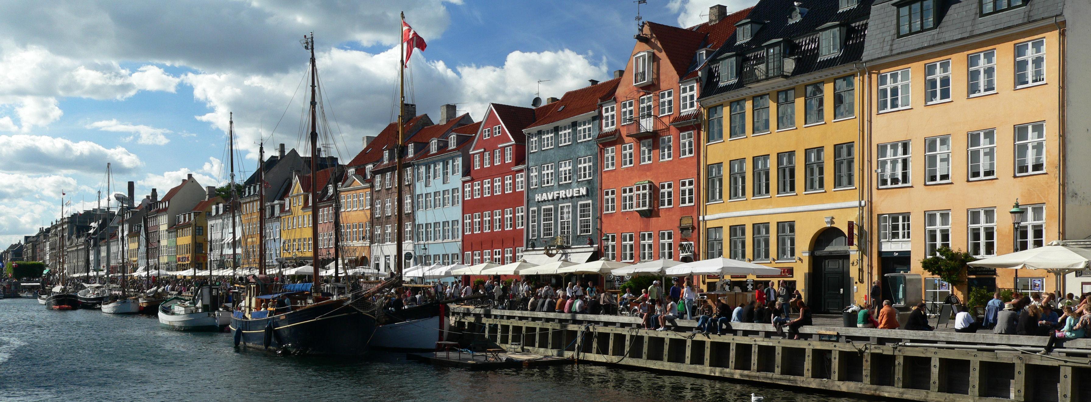 Nyhavn - a canal in Copenhagen.Data czerwiec 2008Źródło Praca własnaAutor Scythian srodlo: wikipedia